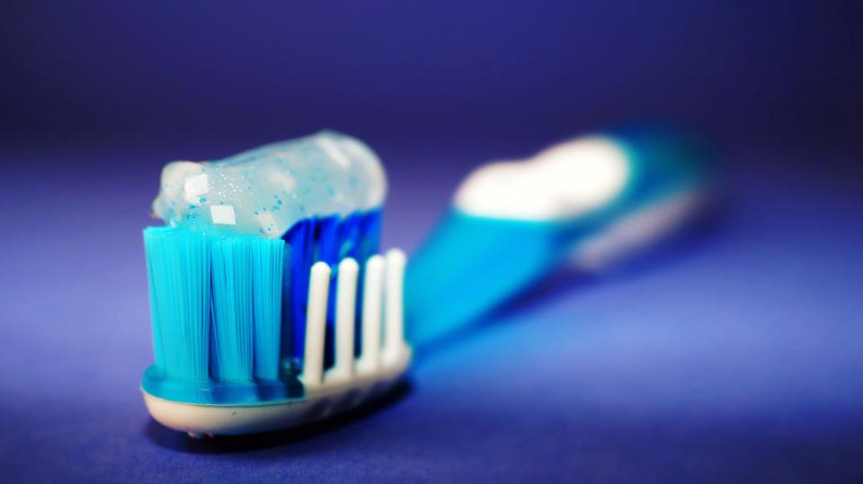 Follow these 6 Helpful Tips to Keep Your Teeth and Gums Healthy